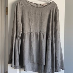 Gray pattern flowy blouse